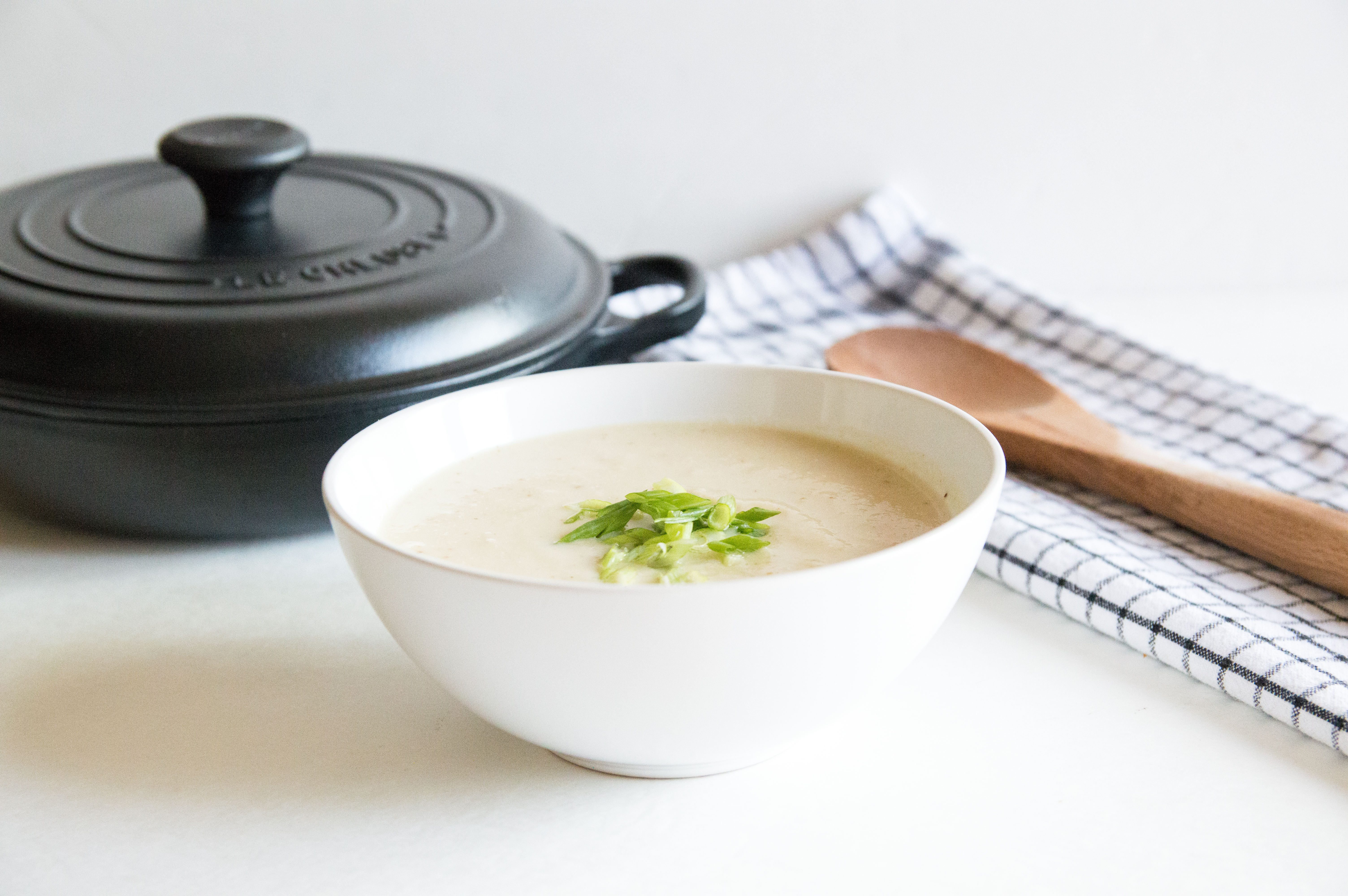 Healthy Roasted Cauliflower and Leek Soup